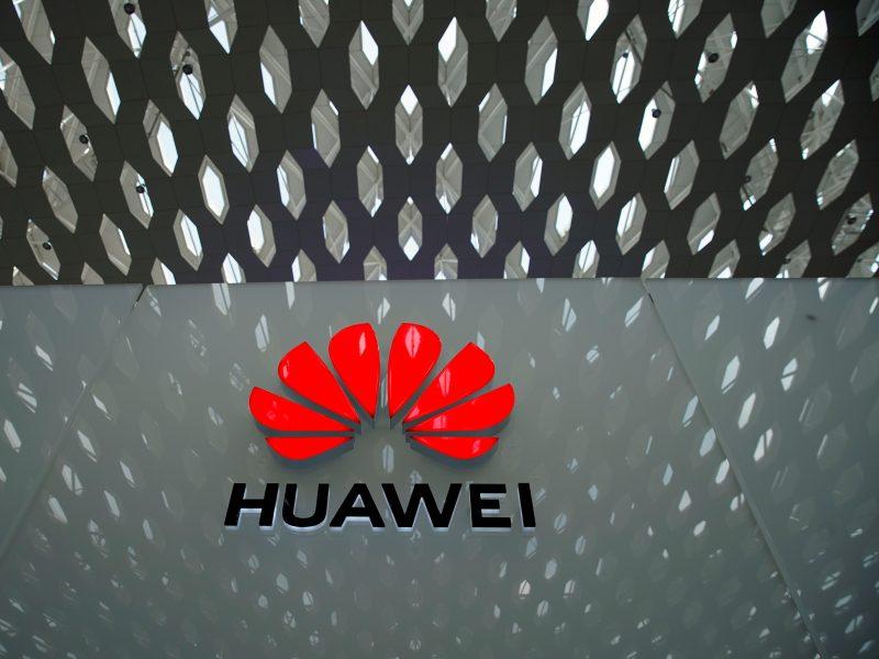 """Valstybės departamentas: JAV apriboja """"Huawei"""" galimybes naudotis JAV technologijomis"""