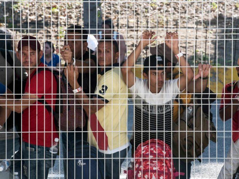 JAV priimtas nutarimas, leisiantis imigrantus deportuoti be teismo proceso
