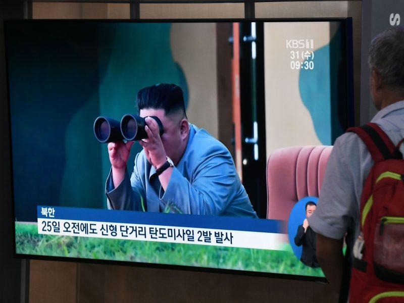 Šiaurės Korėjos lyderis stebėjo naujo raketų leidimo įrenginio bandymą