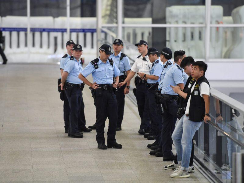 Sulaikyti du Honkongo policijos pareigūnai: ligoninėje mušė senyvo amžiaus žmogų