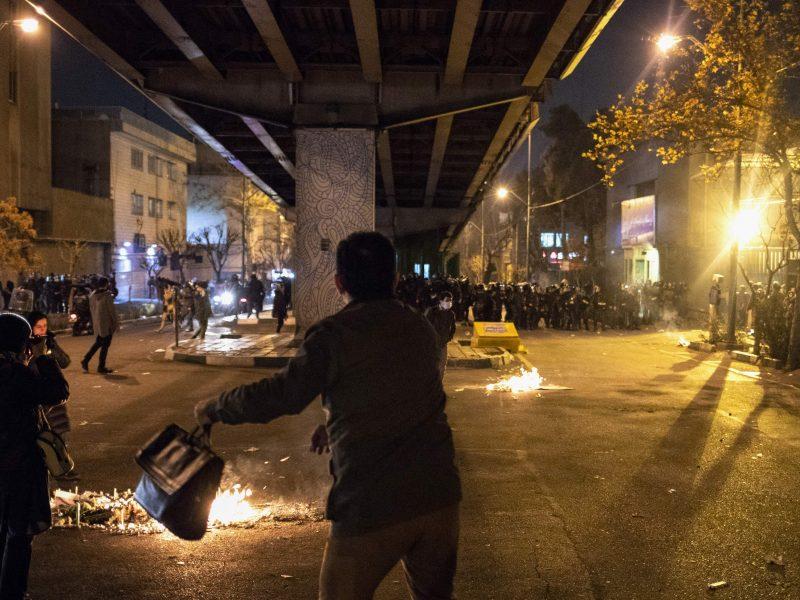 Valstybinė žiniasklaida: Irane per lapkričio protestus žuvo 230 žmonių