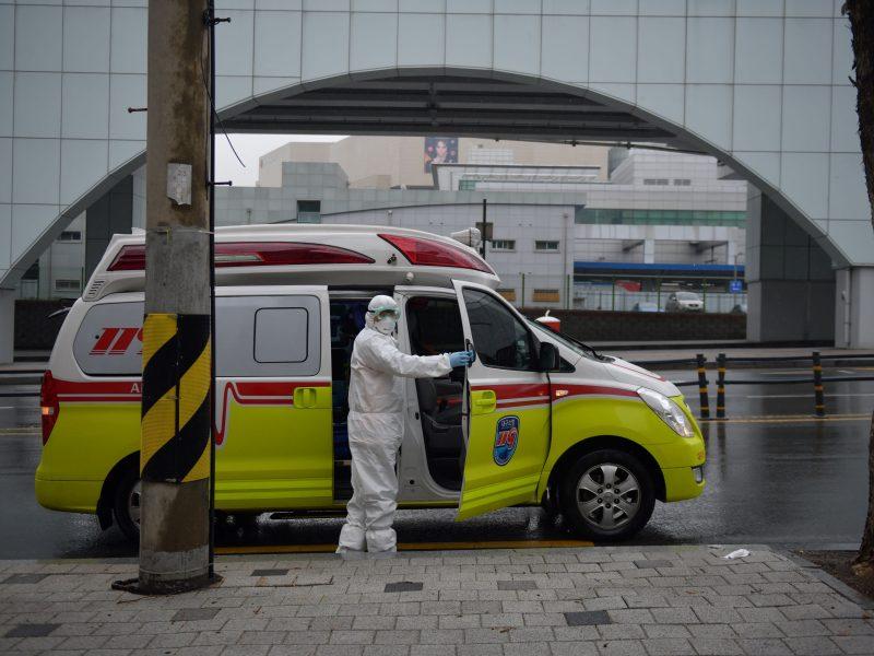 Kinija švelnina suvaržymus koronaviruso epidemijos židinyje Hubėjaus provincijoje