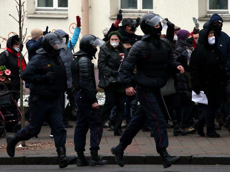 Minsko milicija skelbia savaitgalį per protestus sulaikiusi 30 žmonių