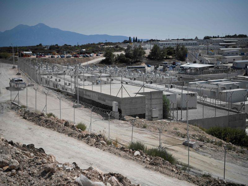 """Graikija įrengė pirmąją """"uždarą"""" stovyklą prieglobsčio prašytojams"""