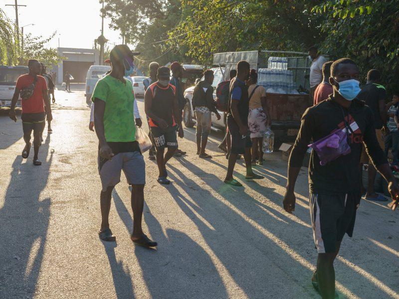 Teksasą užplūdo per 10 tūkst. migrantų, daugelis jų – haitiečiai