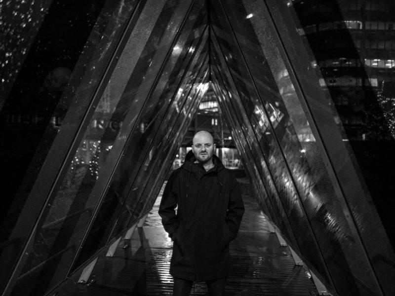 Britų elektroninės muzikos garsenybė A. Stottas pirmą kartą pasirodys Lietuvoje