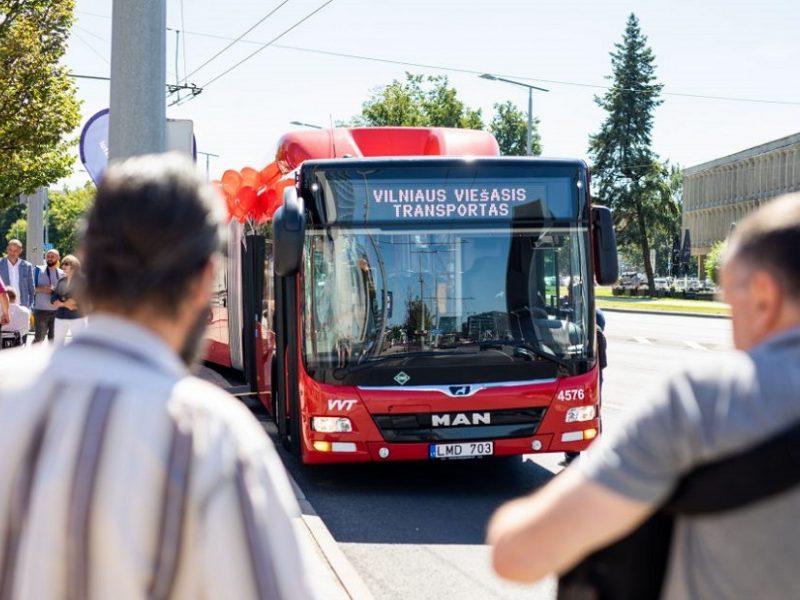 """""""Vilniaus viešojo transporto"""" darbuotojai prašo geresnių sąlygų: nepavykus susitarti, žada streikus"""