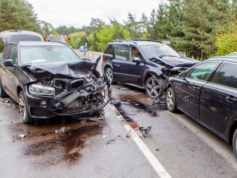 Eismo nelaimės keliuose nesibaigia: per parą sužeista keturiolika žmonių