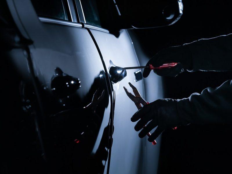Vilniuje siautėjo ilgapirščiai: pavogtas BMW, kėsintasi ir į įmonės automobilį