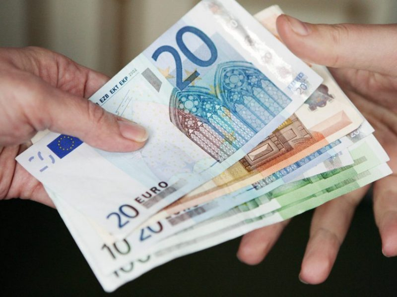 Vyriausybė planuoja skolintis: turi pasiekti 2 proc. gynybai