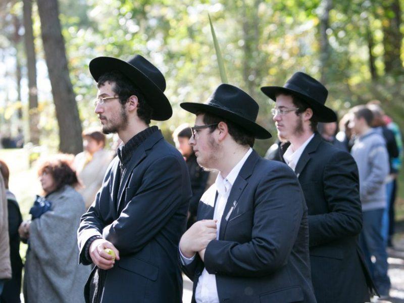 Jurbarke atidengtas Sinagogų aikštės memorialas