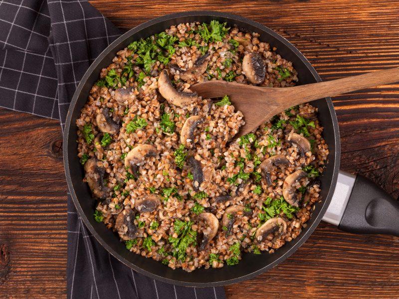 Paprasti, bet neprasti: kulinarijos klasika vadinami grikiai ir jų paruošimo idėjos