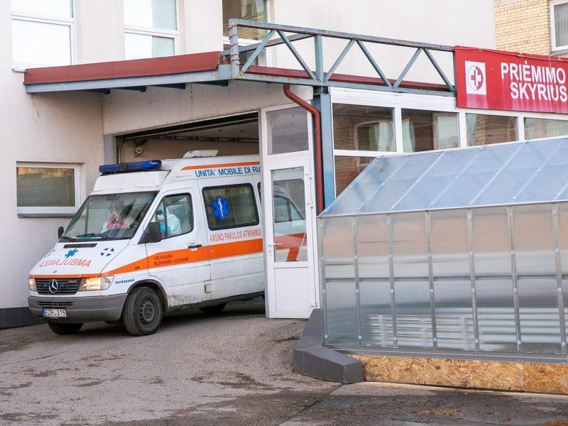 Galvosūkis ligoninėms: kaip, neskriaudžiant kitų ligonių, priimti daugiau COVID-19 pacientų?