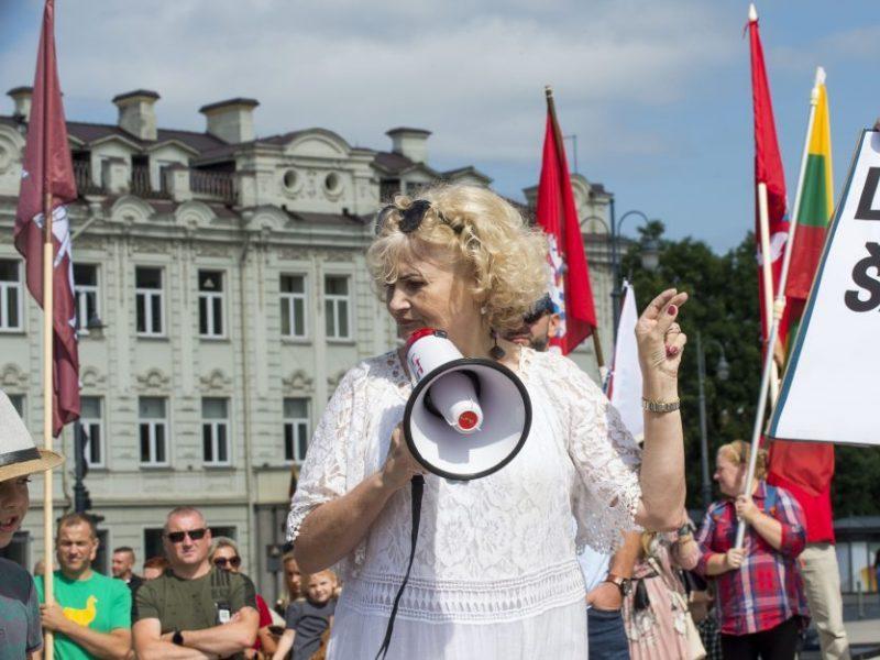 Skandalingoji mokytoja ir vėl organizuoja mitingą: žada protestuoti prieš Vyriausybės represijas