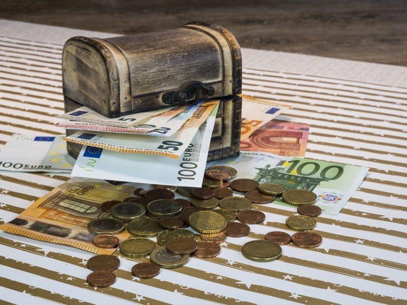 G. Nausėdos patarėjas: mokesčius reikia keisti nelaukiant, kol bus pažabotas šešėlis