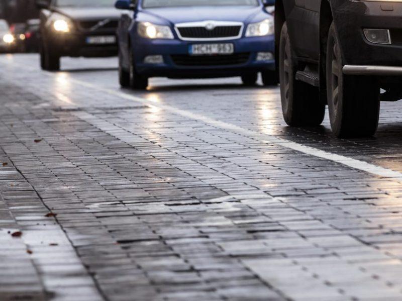 Vairuotojai, būkite atidūs: Klaipėdos ir Telšių apskrityse keliai šlapi