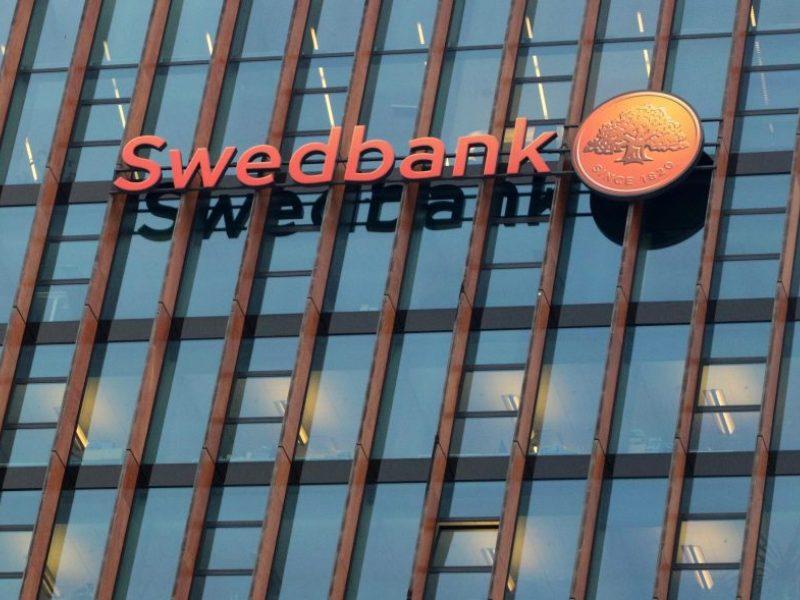 """Nuo rugsėjo """"Swedbank"""" nebeliks kodų kortelių"""