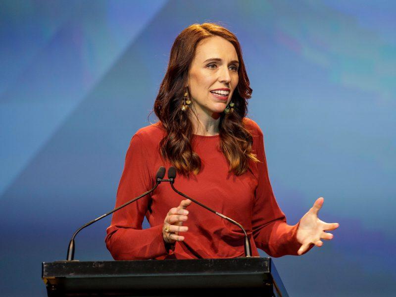 Naujosios Zelandijos parlamento rinkimuose nugalėjusi J. Ardern žada imtis reformų