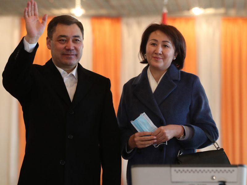 S. Žaparovas didele balsų persvara pirmauja prezidento rinkimuose Kirgizijoje