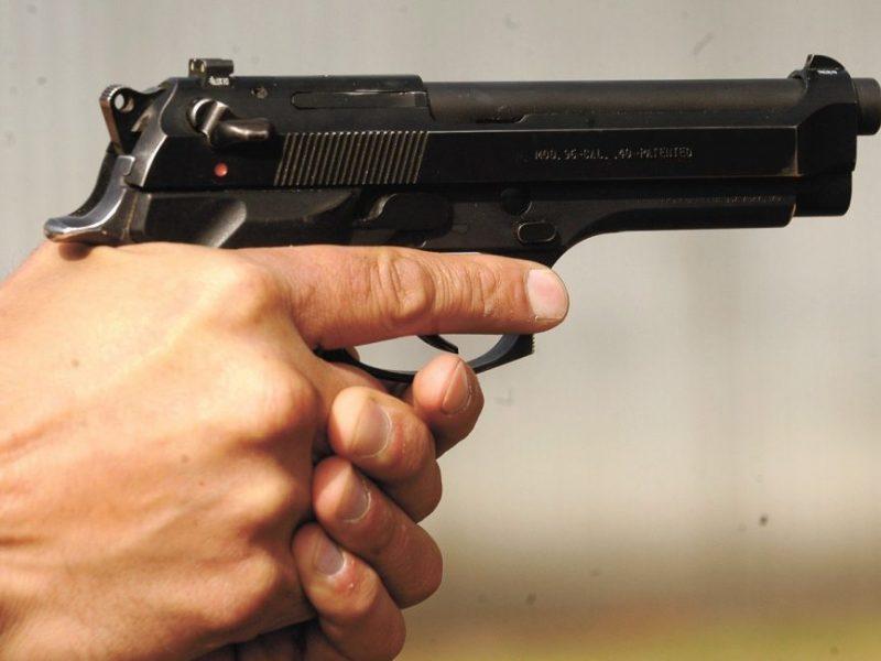 Zarasų rajone aidėjo šūviai: nenustatyti asmenys šaudė į BMW