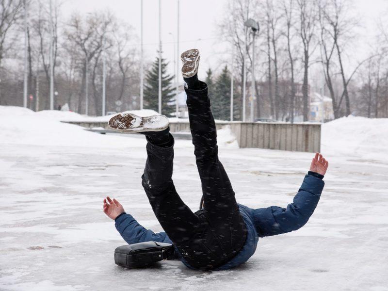 Žiemos spąstai – paslydimai ir traumos