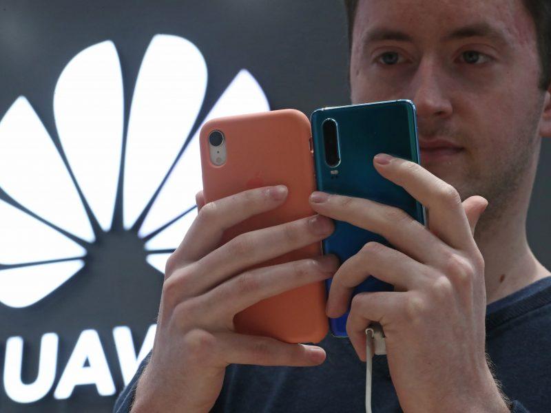 """Prancūzija nedraus """"Huawei"""" tiekti įrangos 5G tinklams"""