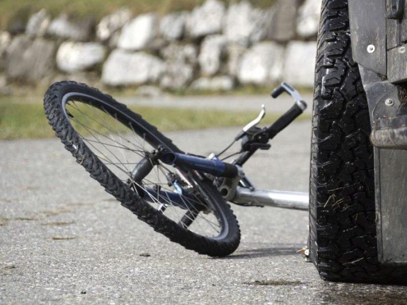 Kuršėnuose partrenkta dviračiu važiavusi mažametė, sužalojimai – labai rimti
