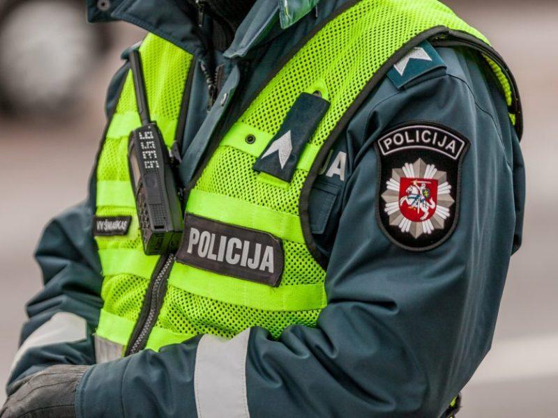 Pareigūnu apsimetusiam sukčiui senolė atidavė 12 tūkst. eurų