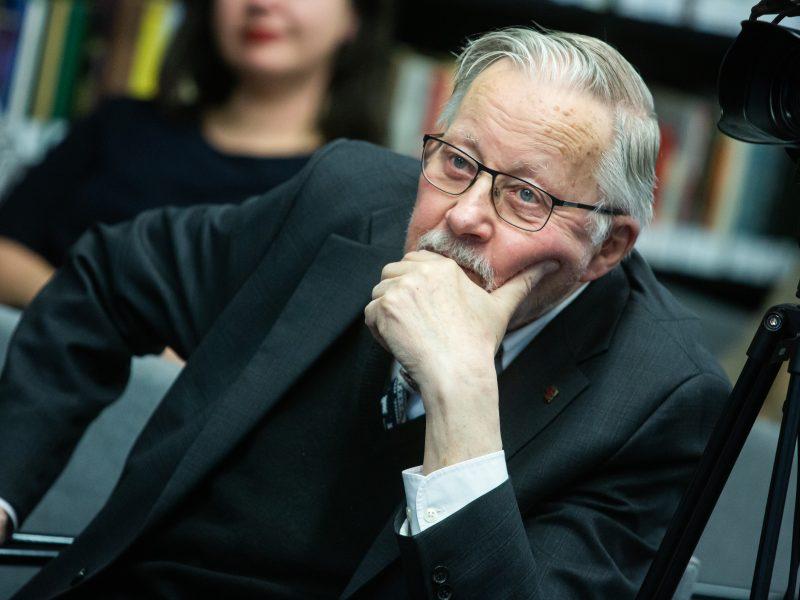 V. Landsbergis: sutikdami vakcinuotis, dalyvaujame pasipriešinime