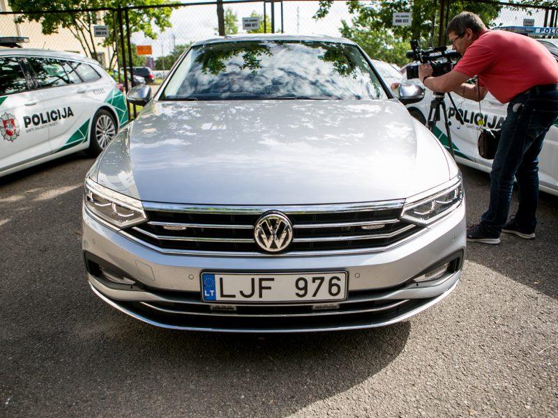 Kaune pristatytas naujasis nežymėtas policijos automobilis
