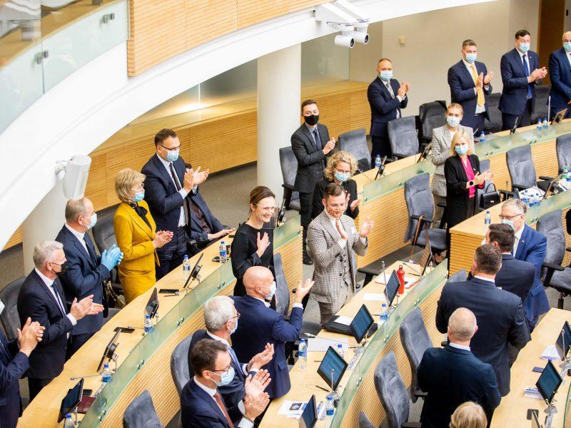 COVID-19 protrūkis keičia Seimo darbą: įvedami ribojimai, atšaukiami posėdžiai