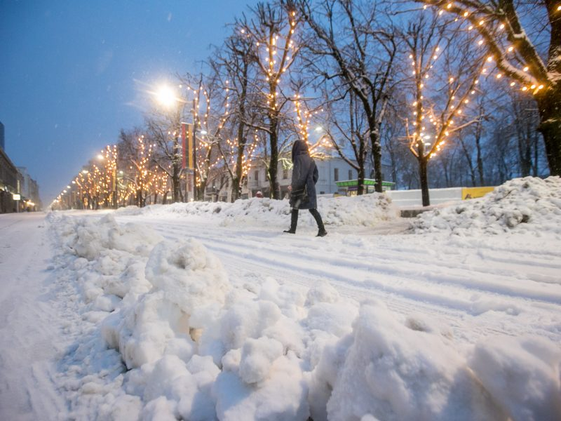 Kauną surakino sniego gniaužtai