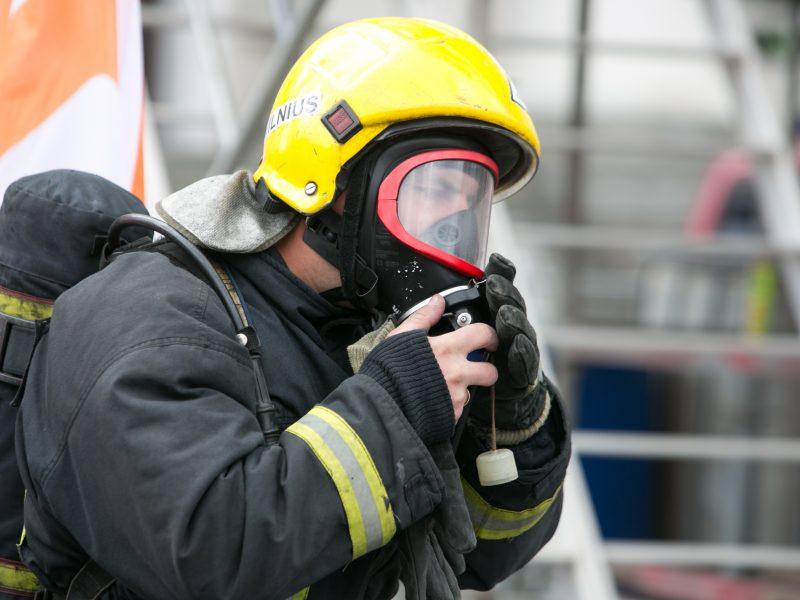 Vilniaus prekybos centre išsiliejo druskos rūgštis, evakuoti žmonės