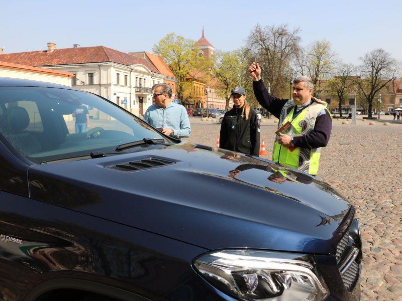 Neeilinis policijos reidas Rotušės aikštėje