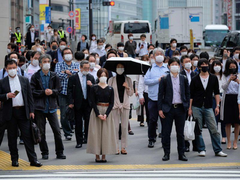 PSO: pasaulyje per parą užsikrėtusiųjų koronavirusu skaičius padidėjo 100 tūkst.