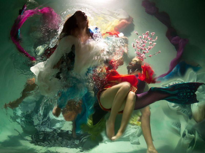 Menininkę garsina povandeninė fotografija: vandenyje gimsta užburiantys vaizdai