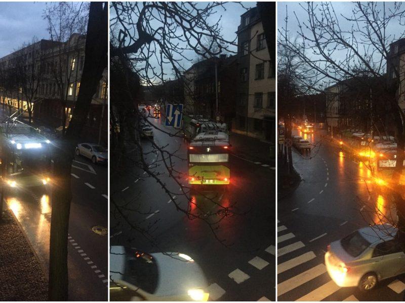 Autobuso ir troleibuso avarija paralyžiavo eismą miesto centre