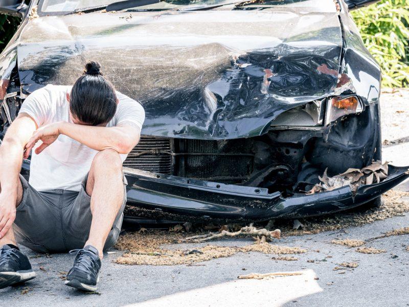 Pakaunėje visiškai girtas vairuotojas sukėlė avariją ir pabėgo, bet buvo surastas