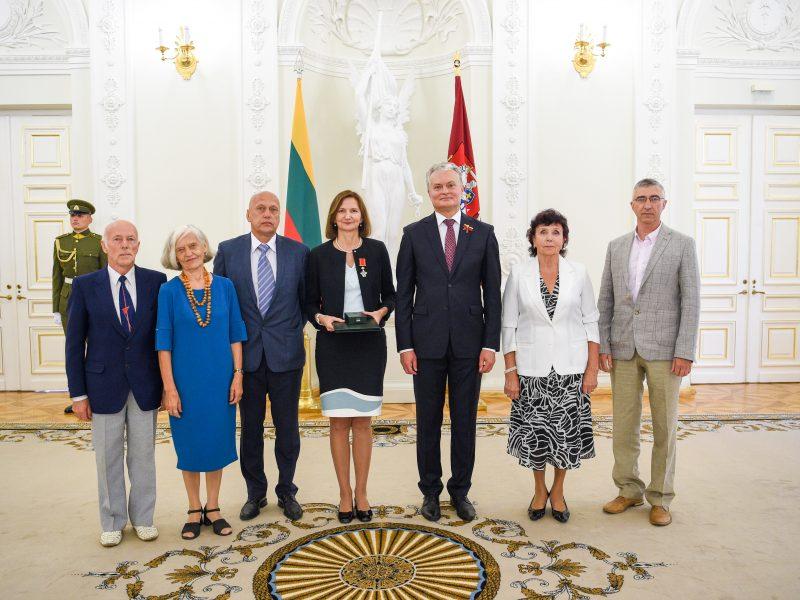 G. Nausėda įteikė valstybinius apdovanojimus