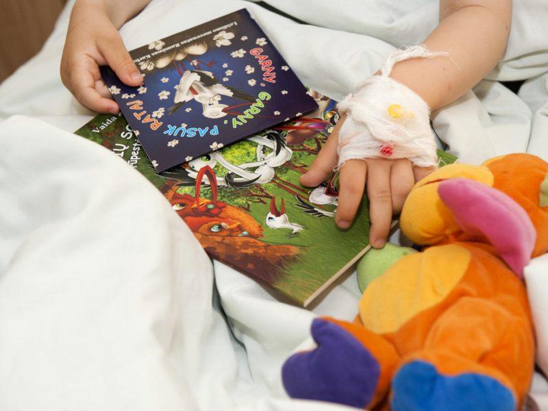 Globos įstaigų vaikai ir ligoninėse lieka vieni