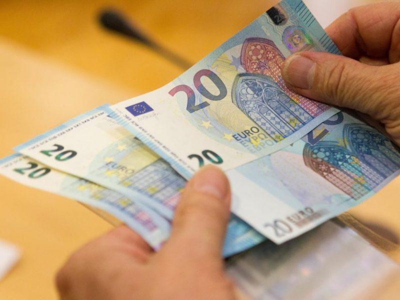 Girtas vilnietis pareigūnus bandė papirkti 20 eurų kyšiu