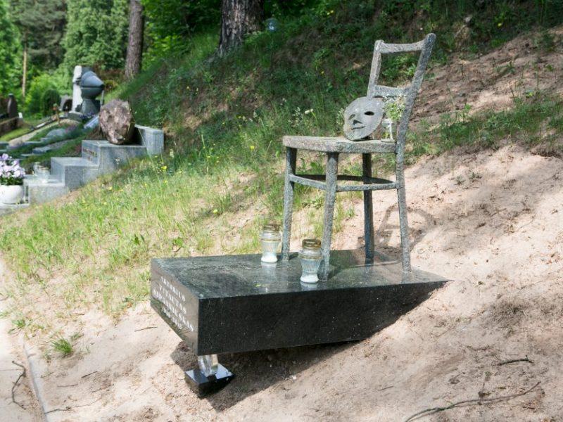 Sostinės Antakalnio kapinėse planuojama plėsti menininkų kalnelį