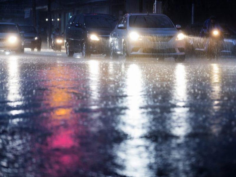 Naktį prognozuoja sudėtingas orų sąlygas: vėją, šlapdribą ir plikledį