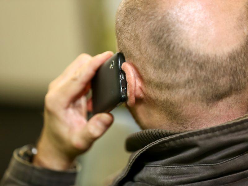 Primena apie telefoninius sukčius: jie prisnūsta, bet neužmiega