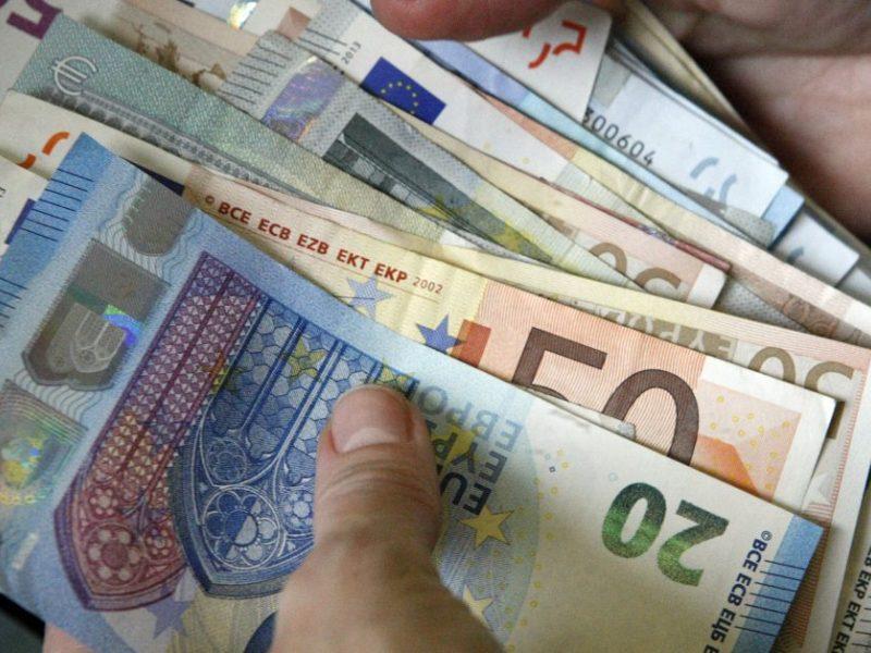 Galimybe užsidirbti iš akcijų patikėjusi moteris prarado beveik 13 tūkst. eurų