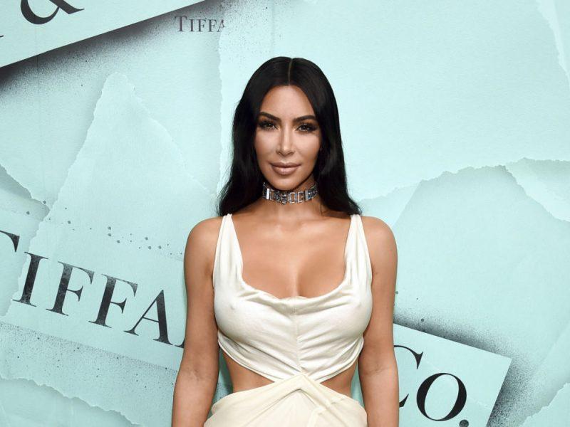 """""""Kimono"""" drabužių liniją sukūrusi K. Kardashian sulaukė aršios japonų kritikos"""