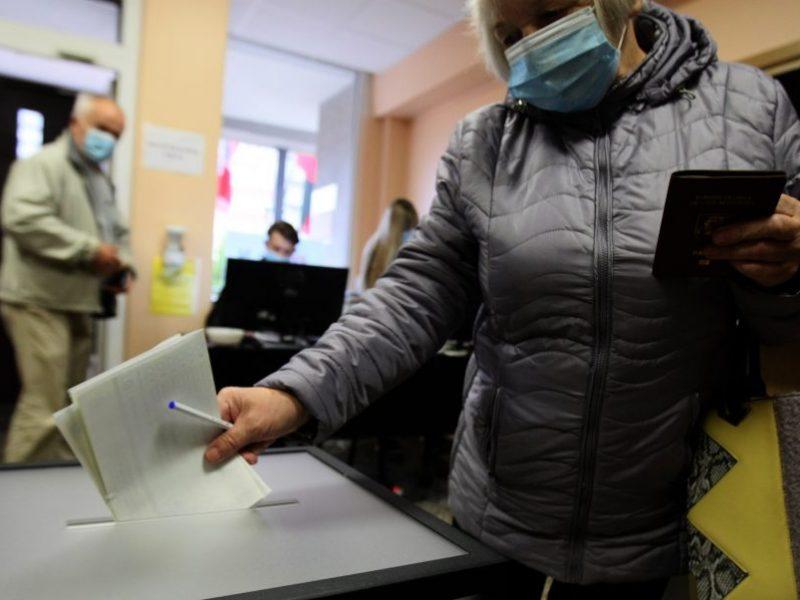 Užsidarė rinkimų apylinkės: rinkėjų aktyvumas mažesnis nei prieš ketverius metus