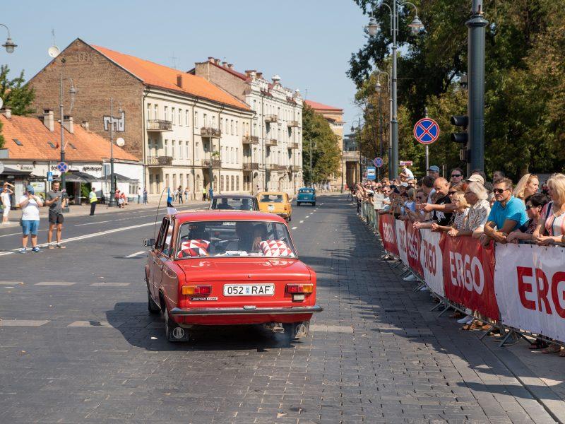 Senovinių automobilių žygis Baltijos keliui paminėti