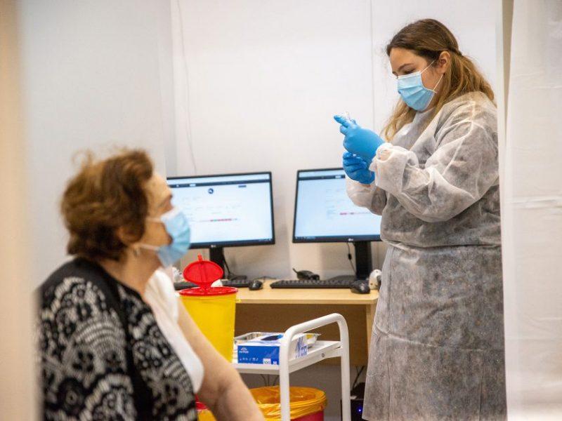 Lietuvos gyventojams suskiepytas milijonas COVID-19 vakcinų dozių: tarp didmiesčių pirmauja Kaunas