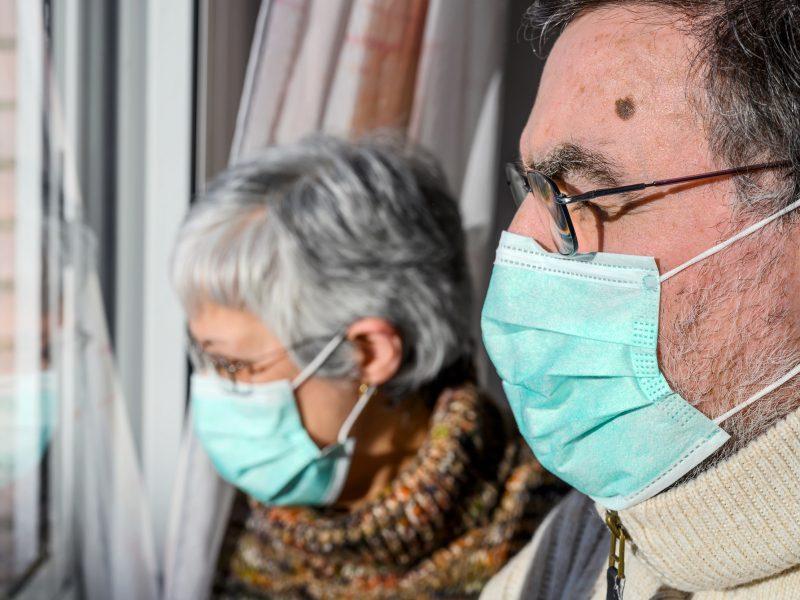 Globos namai neviltyje: senka atsargos ir darbuotojų jėgos, slaugyti imasi ir kineziterapeutai